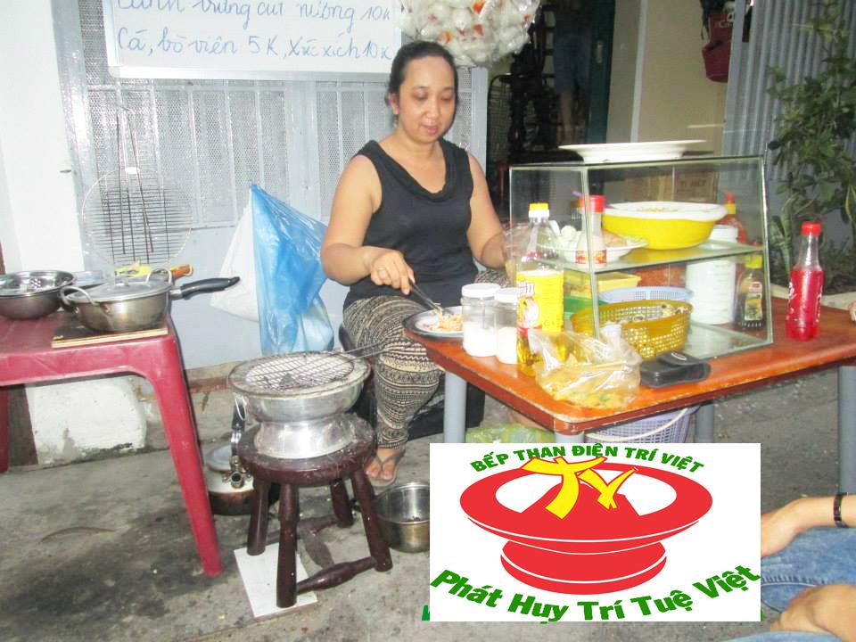 Dùng bếp than điện Trí Việt không cần ngồi quạt nướng dược nhiều bánh hơn.